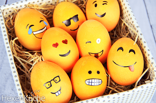 Wenn die Eier abgekühlt sind können sie mit Wasserfesten Stiften bemalt werden.