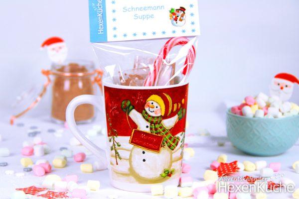 Das Etikett an das Tütchen tackern. Fertig. Wer möchte kann das ganze noch in eine schöne weihnachtliche Tasse stellen.